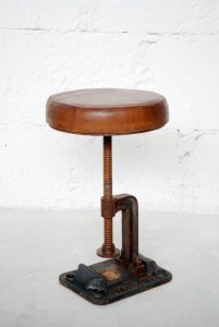 exotique - SG-122 - scaun reglabil, metal si piele, 31x45-63cm - 890ron (536x800)