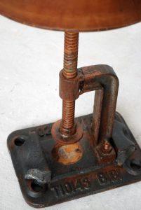 exotique - SG-122 - scaun reglabil, metal si piele, 31x45-63cm, detaliu - 890ron (536x800)